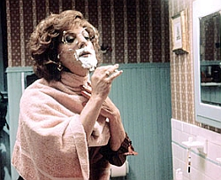 Dustin Hoffman as Dorothy Michaels in TOOTSIE